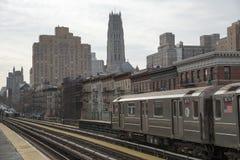 在125th街道驻地纽约美国的火车 免版税库存照片