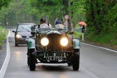 在1000年Miglia期间的绿色Bentley速度六 库存图片