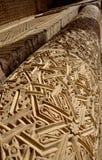 在12世纪Karakhanid陵墓的专栏的传统几何回教装饰品在乌兹根,奥什地区,吉尔吉斯斯坦,联合国科教文组织 免版税库存照片