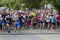 在A筹款的5K的开始赛跑者 免版税库存照片