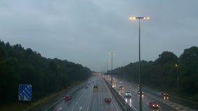 在A27的雨,树篱末端 免版税库存图片