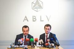 在ABLV银行的新闻招待会在里加 库存照片