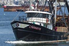 在Acushnet河的商业捕鱼业小船Mariette 库存图片
