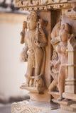 在Adinath寺庙,克久拉霍墙壁上的浅浮雕  免版税库存照片