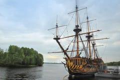 在Admiralteyskaya广场附近的船`定位的宿命`在沃罗涅日市,俄罗斯 免版税库存照片