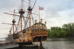 在Admiralteyskaya广场附近的船`定位的宿命`在沃罗涅日市,俄罗斯 免版税库存图片