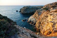 在Agia佩拉贾-克利特海岛,希腊附近的岩石海岸 库存照片