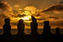在Ahu Tahai的日落在复活节岛,智利 库存图片