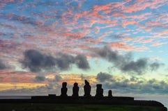 在Ahu Tahai的日落以后,复活节岛,智利 免版税库存图片