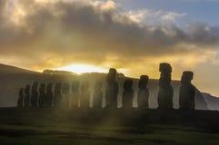 在Ahu Tongariki的日出在复活节岛,智利 免版税图库摄影