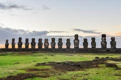 在Ahu Tongariki的日出在复活节岛,智利 库存照片