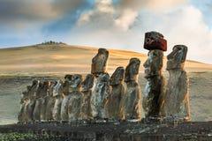 在Ahu Tongariki -在复活节岛的最大的ahu的Moais雕象 库存照片