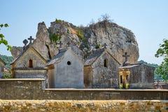 在Aigueze法国的古老埋葬洞 免版税图库摄影