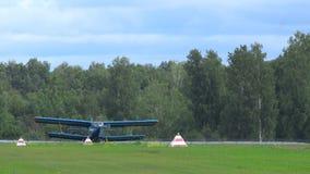 在airshow的双翼飞机安托诺夫 影视素材
