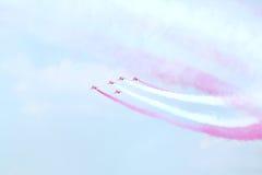 在airshow的英国飞行员红色箭头 免版税库存图片