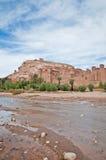 在Ait本Haddou,摩洛哥附近的Ounila河 库存图片