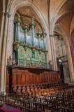 在Aix大教堂的器官在哥特式专栏中在艾克斯普罗旺斯 免版税库存照片