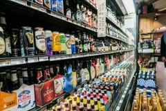 在AJ美好的食物的啤酒致冷机,图森,亚利桑那 免版税图库摄影