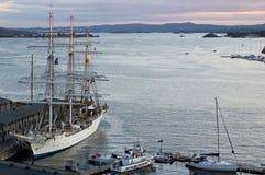 在Aker Brygge的船在奥斯陆,挪威 免版税库存照片