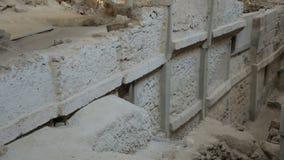 在Akrotiri,圣托里尼开掘古老村庄,房子被保存的遗骸站点  股票视频