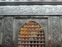 在Al侯赛因清真寺里面的银色Zarih 库存照片