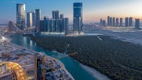 在Al Reem海岛上的大厦在对夜timelapse的阿布扎比天从上面 影视素材