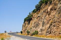 在Alanya在金牛座山,土耳其附近的路 免版税库存图片
