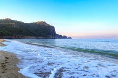 在alanya的Kleopatra海滩与堡垒 免版税库存图片