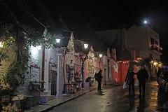 在alberobello的夜 免版税图库摄影