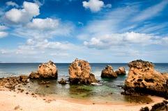 在Albufeira附近的偏僻的海滩,葡萄牙 免版税库存图片