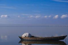 在Albufera的典型的小船 免版税库存图片