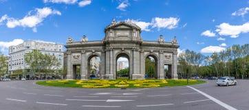 在Alcala门的全景视图在马德里 库存图片