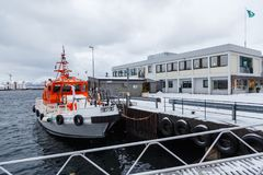 在Alesund港的小船  33c 1月横向俄国温度ural冬天 库存照片