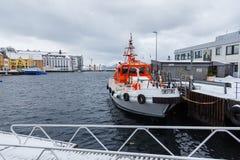 在Alesund港的小船  33c 1月横向俄国温度ural冬天 库存图片
