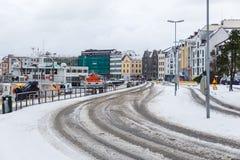 在Alesund港的小船  33c 1月横向俄国温度ural冬天 免版税库存照片