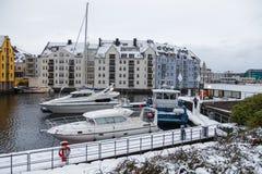 在Alesund港的小船  33c 1月横向俄国温度ural冬天 图库摄影