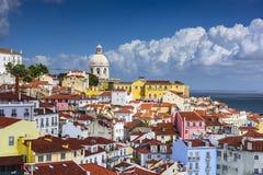 在Alfama的里斯本,葡萄牙地平线 库存图片