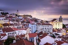在Alfama的里斯本,葡萄牙地平线 免版税图库摄影