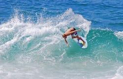 在Aliso海滩,拉古纳海滩,加州的Skimboarder 免版税库存照片