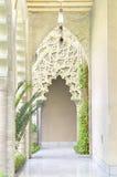 在Aljaferia宫殿的阿拉伯曲拱。 免版税库存照片