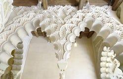 在Aljaferia宫殿的阿拉伯曲拱。 库存图片