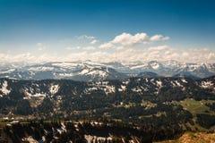 在Allgäu Alpes的看法从Hochgrat山顶 库存照片