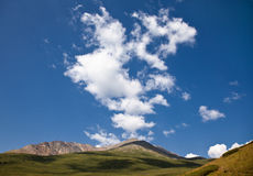在Altay山,俄国的云彩 免版税图库摄影