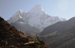 在ama dablam stupa之上 免版税库存图片