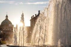在Amalienborg宫殿前面的喷泉 免版税库存图片