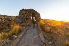 在Amantani海岛, Titicaca湖,秘鲁上的冒险 库存照片