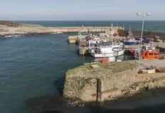 在Amlwch口岸的海港入口在Anglesey,威尔士,英国 库存图片