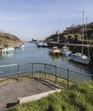 在Amlwch口岸的观点在Anglesey,威尔士,英国 免版税库存照片