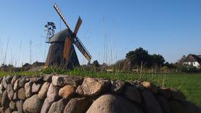 在Amrum海岛的风车风景 库存照片