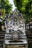 在Analyo Thipayaram寺庙的泰国样式天使雕象 库存图片